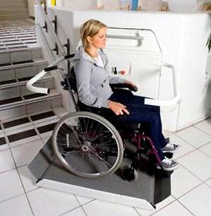 monte handicap la plate forme d 39 escalier pour handicap en fauteuil roulant. Black Bedroom Furniture Sets. Home Design Ideas
